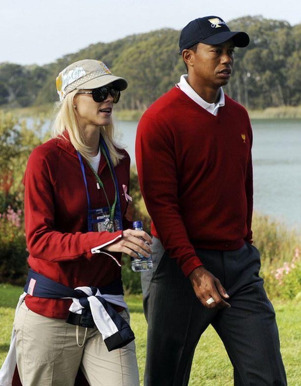 Tiedotteessaan Tiger kertoo, että haluaa olla parempi aviomies.