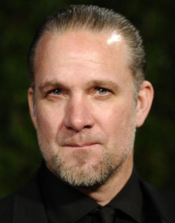 Jesse Jamesin väitetään pettäneen Bullockia usean naisen kanssa.