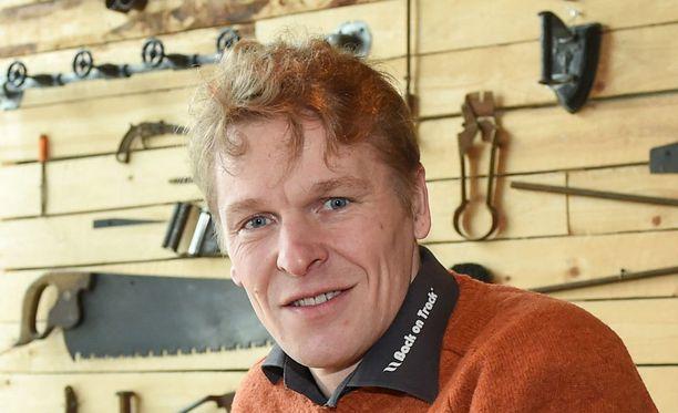 Mäkihypyn olympiavoittaja Toni Nieminen sai mitalinsa takaisin.