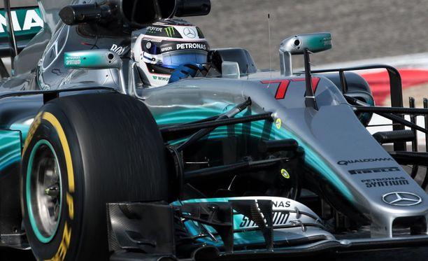 Valtteri Bottaksen Mersu aiheutti kalliin laskun Red Bullille.