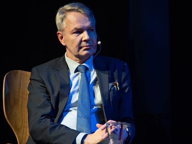 Ulkoministeri Pekka Haavisto (vihr) sanoo toivoneensa rikosepäilynsä avoimempaa käsittelyä eduskunnassa.