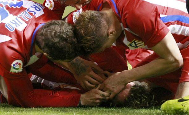 Atletico Madridin Fernando Torres oli tukehtua kieleensä kesken Deportivo-ottelun.