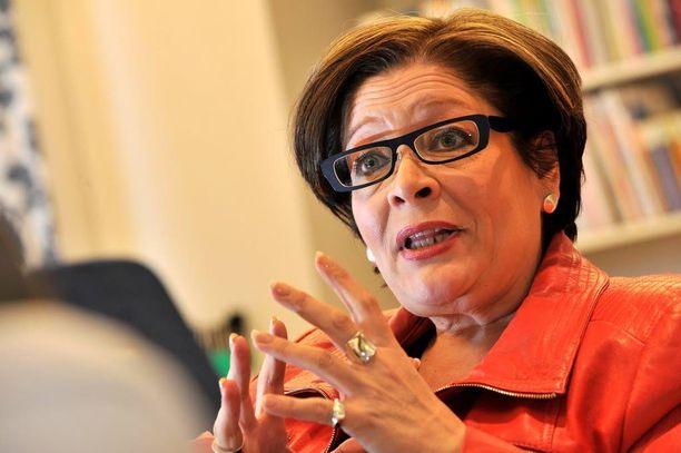 PAMin puheenjohtaja Ann Selinin mukaan hallituksen pitäisi selkeästi ilmoittaa sitoutuvansa veronkevennyksiin.