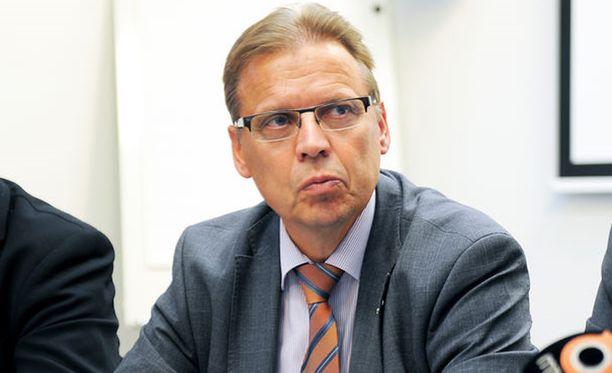 Lauri Lyly tyrmää ehdotuksen vuosityönajan pidentämisestä.