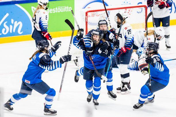 Naisleijonat löi läpi Espoon MM-kotikisoissa kaksi vuotta sitten. Suomi saavutti historiallisen finaalipaikan ja hopeaa.