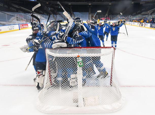 Suomi kaatoi Ruotsin puolivälierässä ja pääsi neljän parhaan joukkoon.