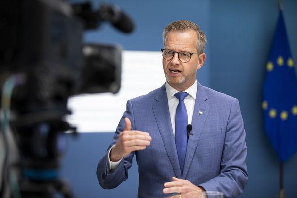 Ruotsin sisäministeri Mikael Damberg on ottanut vahvasti kantaa jengiväkivaltaan.