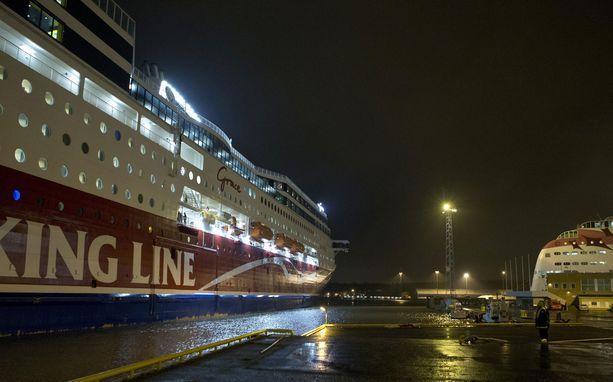 Jos Postin työriitaan ei löydetä sopua, Merimies-Unionin tukilakko pysäyttää maanantaina muun muassa Turku-Tukholma -väliä liikennöivän Viking Gracen.
