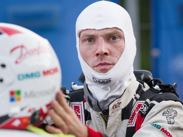 Jari-Matti Latvala oli ajanut kesätauon jälkeen kolme kelvollista kisaa, mutta Walesissa tuli lunta tupaan.