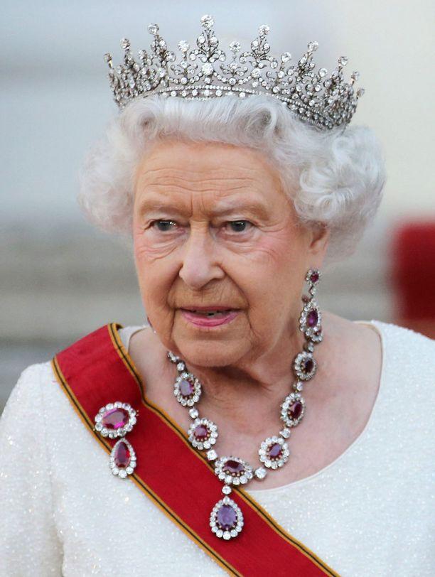 Kuningatar Elisabet on pitänyt linjansa aina.