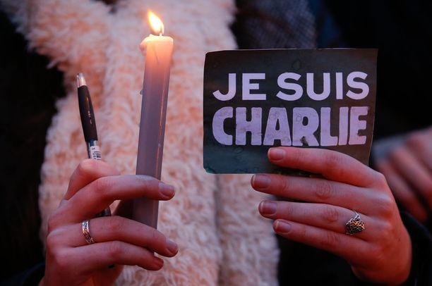Charlie Hebdo -lehden tiloihin tammikuussa 2015 tehty isku oli Ranskan ääri-islamisiten terrorismiaallon ensimmäisiä. Myöhempiin terroritekoihin erona oli, että sen motivaattorina toimi Al-Qaida eikä Isis.
