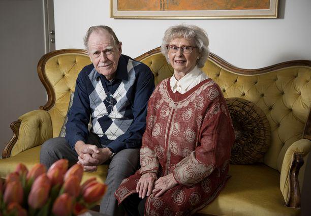 Carl ja Anna-Lisa Mesterton tekivät taustatyöt pieteetillä.