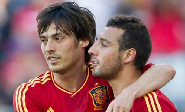 David Silva (vas.) ja Santi Cazorla kuuluvat Espanjan kisamiehistöön.