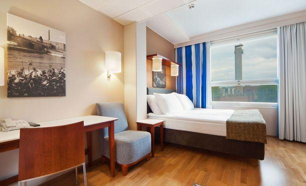 Jokaisessa Central Station -hotellin huoneessa on muun muassa langaton nettiyhteys, vedenkeitin ja silitysrauta.