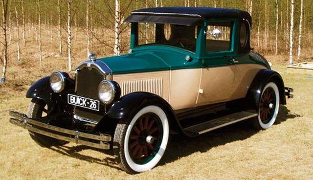 LUKSUSVANHUS Buick Opera tunnettiin aikoinaan johtajien pelinä. Uteliaille vinkki: Buick on esillä Vehoniemen automuseolla Kangasalalla.