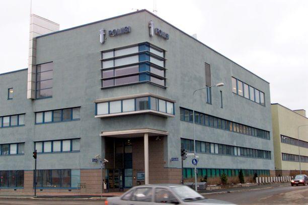 Poliisi otti syytetyn kiinni oletettua rikospäivää seuraavana päivänä, mutta ei epäillyt vielä tuolloin häntä henkirikoksesta. Kuvassa Jyväskylän poliisitalo.