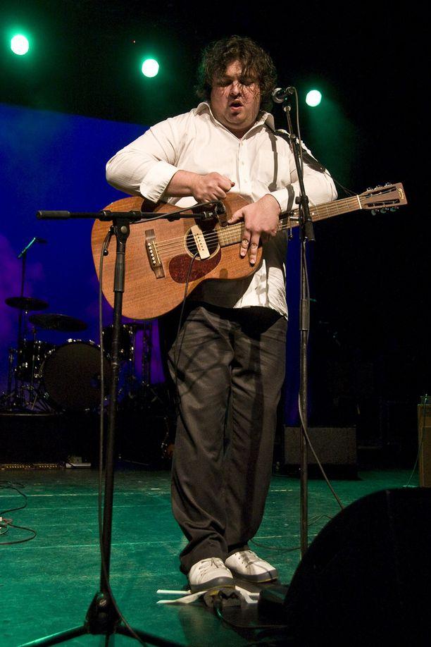 Zarkus Poussa oli monipuolinen muusikko, jonka viimeiseksi esiintymiseksi jäi Jukka Pojan ja Kuules Crew'n keikka Viking Gabriellalla. Kuva vuodelta 2007.