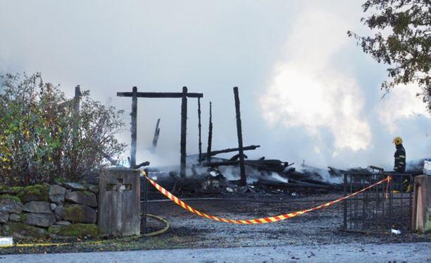 Kiihtelysvaaran 1700-luvun lopulla rakennettu puukirkko tuhoutui viikonlopun tulipalossa kokonaan.