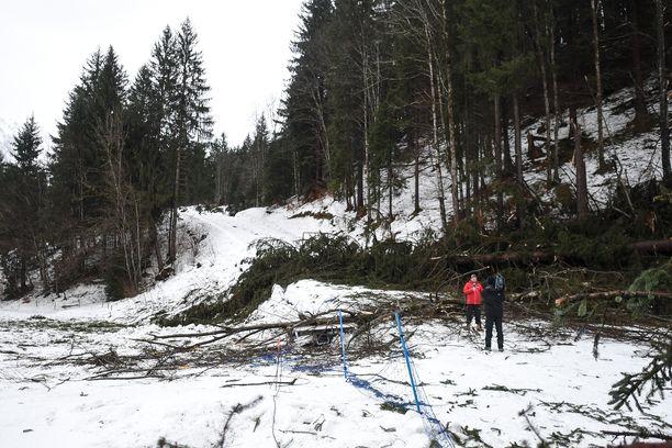 Myrskytuuli teki tuhoja vuosi sitten Tour de Skillä Oberstdorfissa.