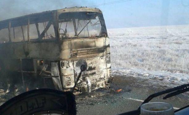 Vain viisi matkustajaa selvisi bussin palosta hengissä.