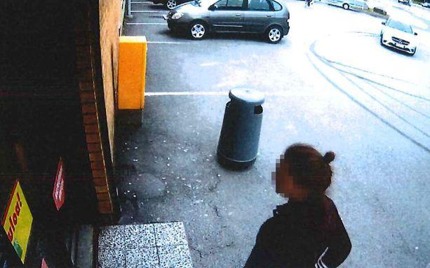 Epäilty tekijä kävi ylöjärveläisessä ruokakaupassa puoli tuntia ennen tekoa. Kuva poliisin esitutkintamateriaalista.