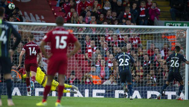 Riyad Mahrez tykitti pallon rankkarista yli Alissonin vartioiman maalin.