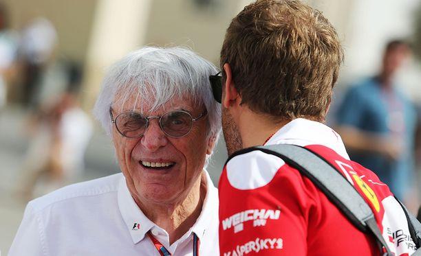 Bernie Ecclestone oli pitkään F1-sarjan vahva mies. Hänen aikanaan Ferraria on suosittu häikäilemättä.