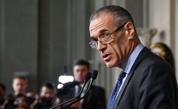 Taloustieteilija Carlo Cottarelli valittiin hallituksenmuodostajaksi. Hänen tehtävänsä ei ole helppo.
