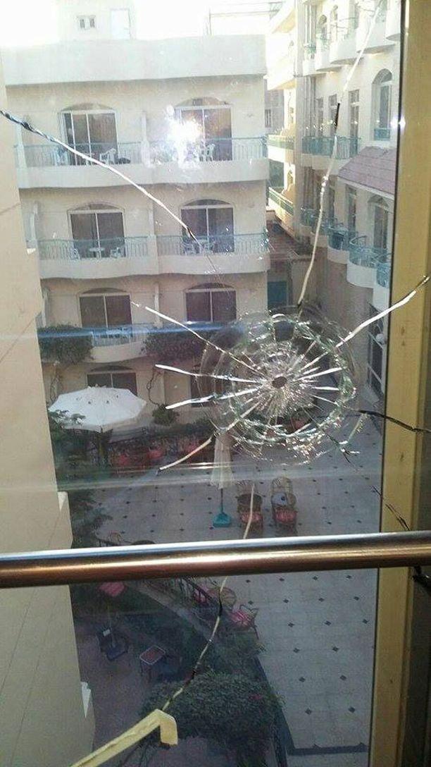 Bella Vista -hotellissa näkyy ampumisjälkiä.