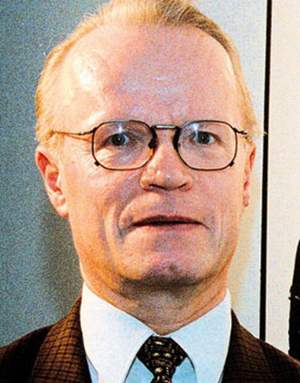 Hallintoneuvos Lauri Tarasti teki hyvän esityksen tasapuolisemman äänikynnyksen toteuttamiseksi.
