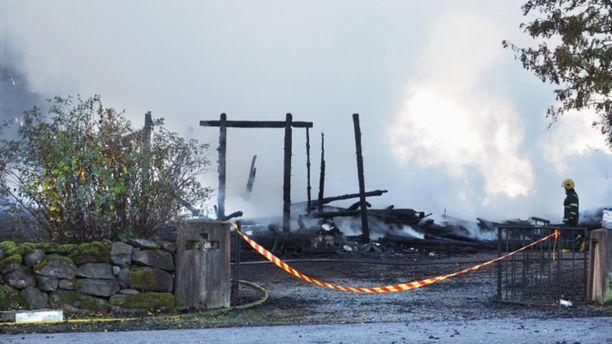 Kiihtelysvaaran puukirkko paloi poroksi sunnuntain vastaisena yönä.