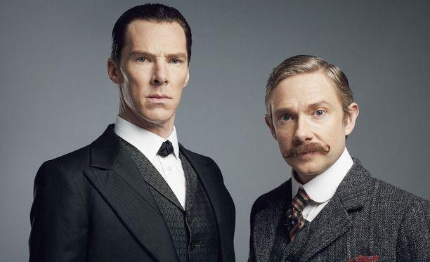 Benedict Cumberbatch näyttelee Sherlock Holmesia ja Martin Freeman tohtori Watsonia.