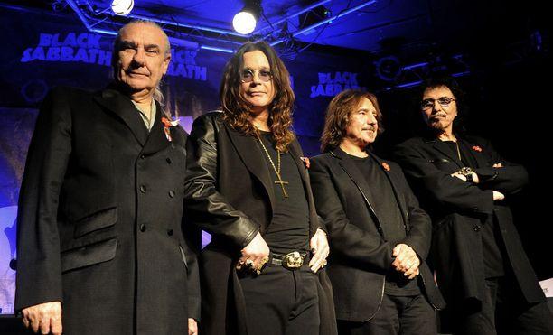 Rumpali Bill Ward (vas.) olisi mielellään mukana Black Sabbathin viimeisellä kiertueella, mutta sukset ovat menneet aika pahasti ristiin erityisesti Ozzy Osbournen kanssa.