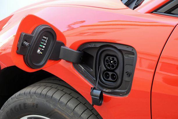 Ei siis bensiinitankkia vaan latauspistoke.
