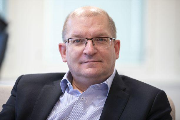 Teollisuusliiton puheenjohtaja Riku Aalto on yhä valmis etsimään kompromissia irtisanomiskiistassa.