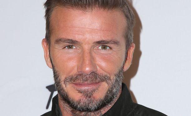 David Beckham, 41, on entinen jalkapalloilija ja valioliigamestari. Mies on naimisissa Victoria Beckhamin kanssa ja heillä on neljä lasta.
