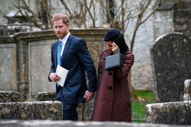 Harry päätti lähteä Kanadaan pois perheensä luota, väittää lehti.