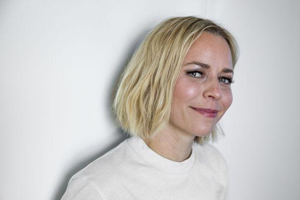Paula Vesala esiintyi myräkän keskellä uudenvuodenaattona Helsingin kaupungin uudenvuoden juhlassa.