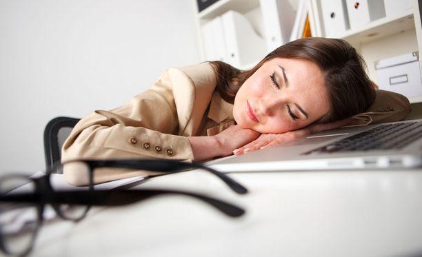 Unirytmistä ja riittävistä yöunista kannattaa pitää kiinni.