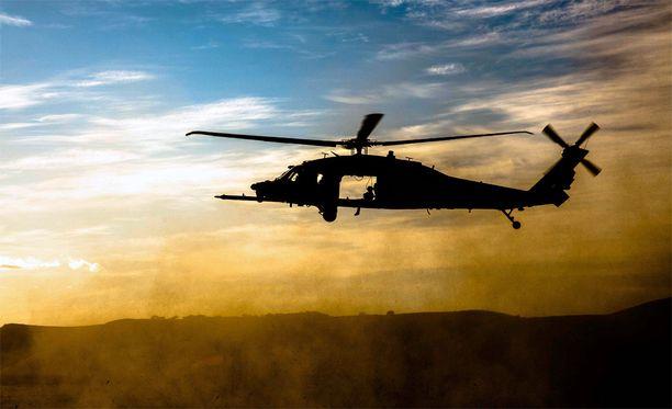 Yhdysvaltojen MH-60 Black Hawk -helikopteri. Kuvituskuva.