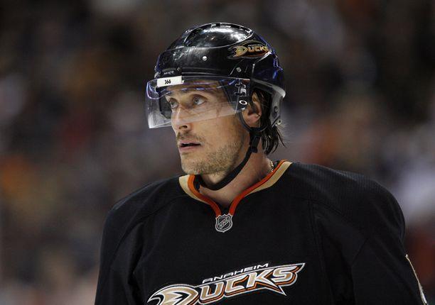 Teemu Selänne pelasi Anaheimin paidassa 966 NHL-ottelua.
