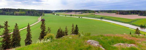 Liedon Linnavuorelta avautuvaa maisemaa halkoo Aurajoki ja Hämeen Härkätie, joka kulkee lähes samassa kohdassa kuin keskiajalla.