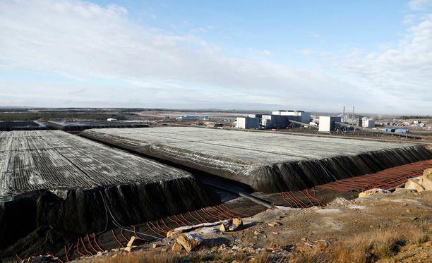 Talvivaaran kaivoksen primääriliuotuskasoja. Henkilöstön mukaan tuotanto on juuri saatu kuntoon ja sen eteen on tehty paljon töitä.