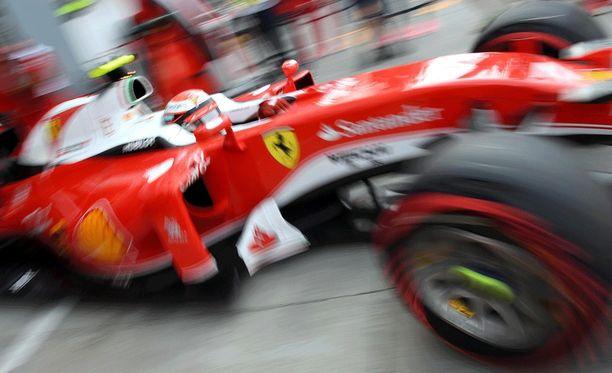 Ferrarit eivät ainakaan aika-ajojen ensimmäisellä osiolla pystyneet vastaamaan Mersujen vauhtiin.