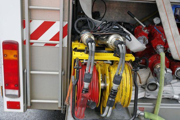 Pelastuslaitoksen mukaan kuorma-auto saatiin sammutettua nopeasti.