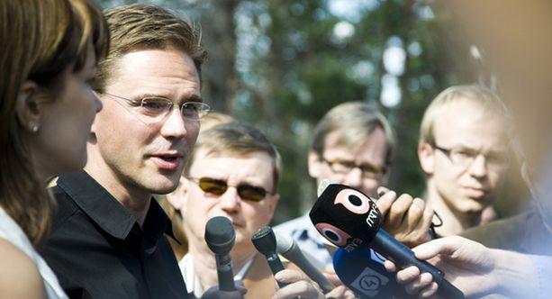 Jyrki Katainen kommentoi budjettineuvottelujen avauspäivän tulosta tänään Espoon Moisniemessä.