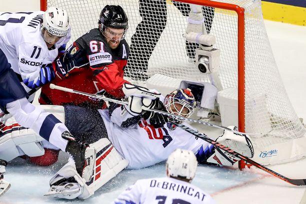 Kanadan tehokas hyökkääjä Mark Stone valittiin kisojen arvokkaimmaksi pelaajaksi.
