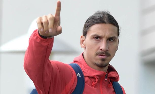 Zlatan Ibrahimovic kuntouttaa polveaan.