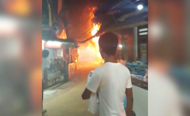 Tulipalo levisi nopeasti.