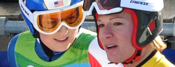 Lindsey Vonn ja Maria Riesch kamppailevat olympiakullasta.